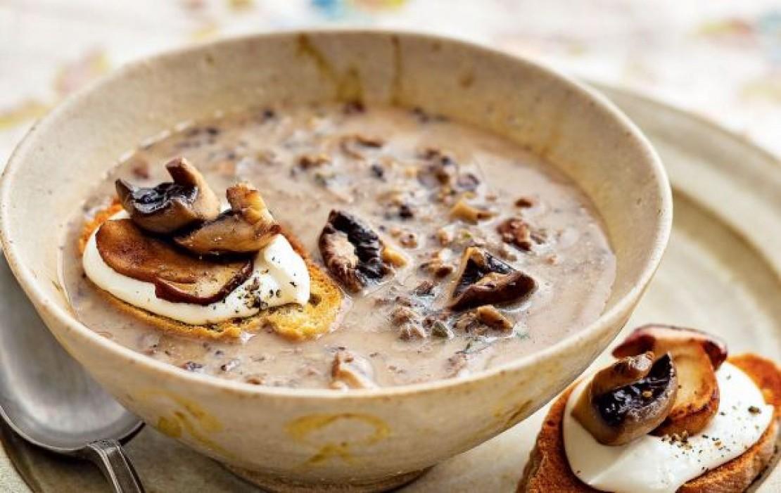 Грибной крем-суп с сырными гренками