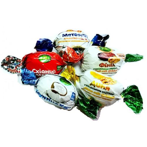 Конфеты ассорти фрукты и орехи в шоколаде