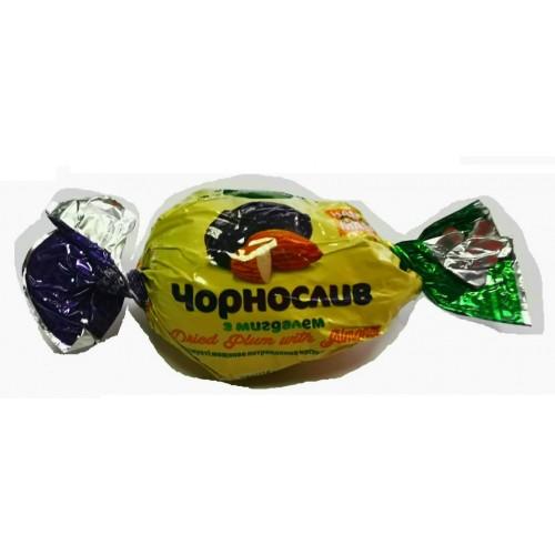 Цукерки чорнослив-мигдаль горіх в шоколаді